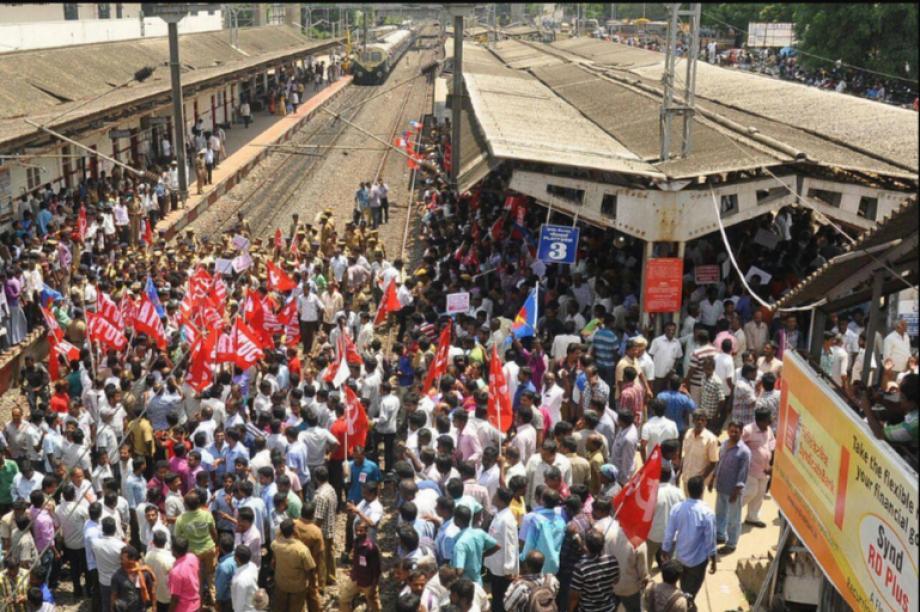 Hindistan İşçi Sınıfı Genel Greve Çıktı