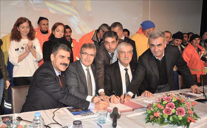 Bandırma'da Taşeron İşçilerin Kadro Beklentisi TİS İmza Törenine Damgasını Vurdu