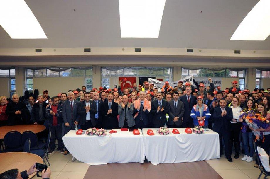 Seferihisar Belediyesi TİS İmza Töreninde Belediyelerde Çalışan Bütün İşçilere Kadro Hakkı İçin Mücadelenin Süreceği Mesajı Verildi