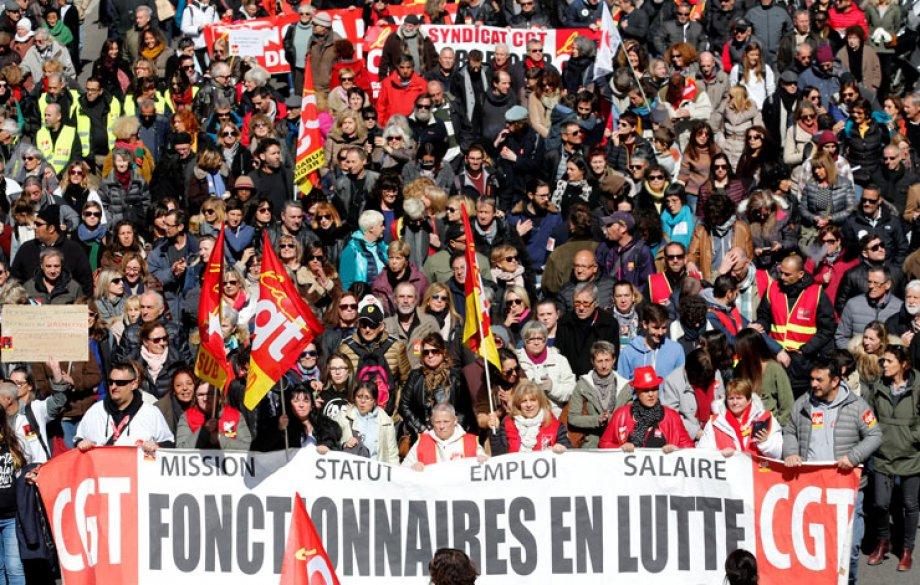Fransa'da Binlerce Kamu Çalışanı Greve Çıktı
