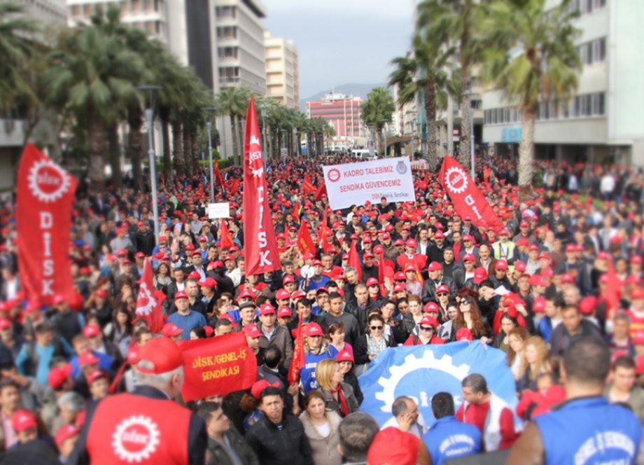 İzmir'de Ayrımsız Kadro İçin Alandayız!