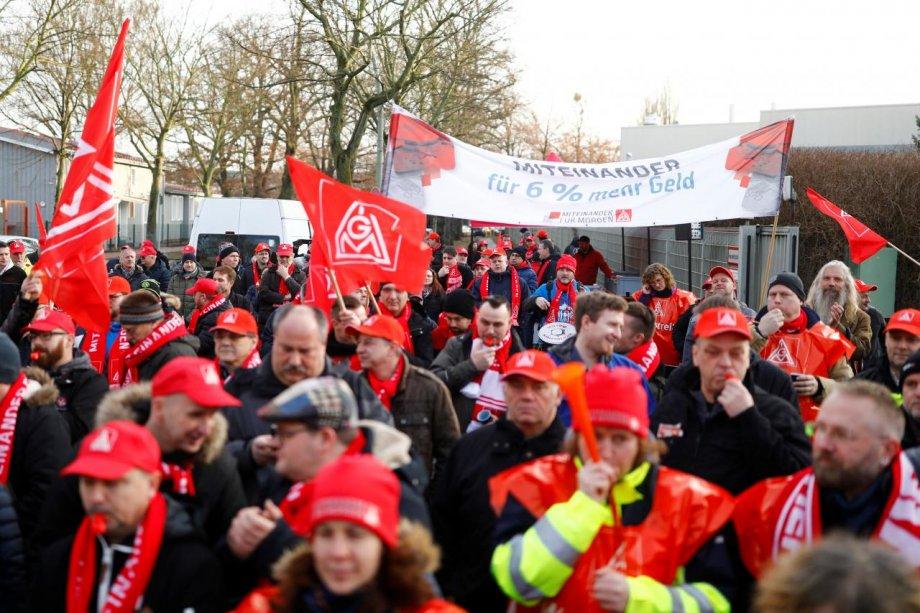 Almanya Metal İşçileri Kazandı!