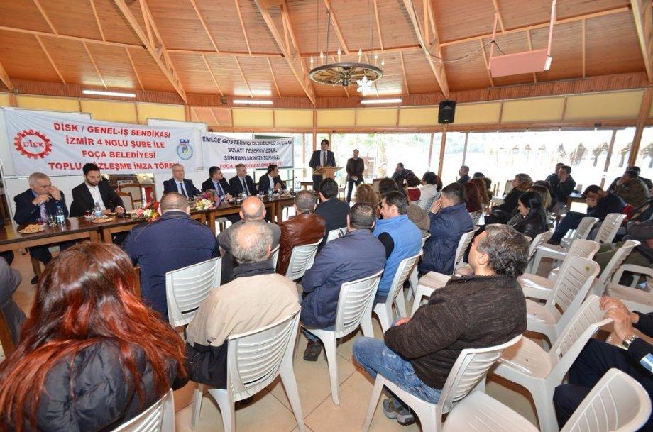 Bergama ve Foça Belediyelerinde Toplu Sözleşme Sevinci