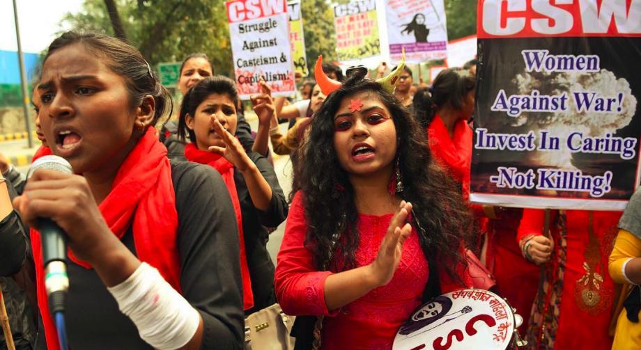 Kadınlar 8 Mart'ta Tüm Dünyada Dayanışmayı Büyüttü