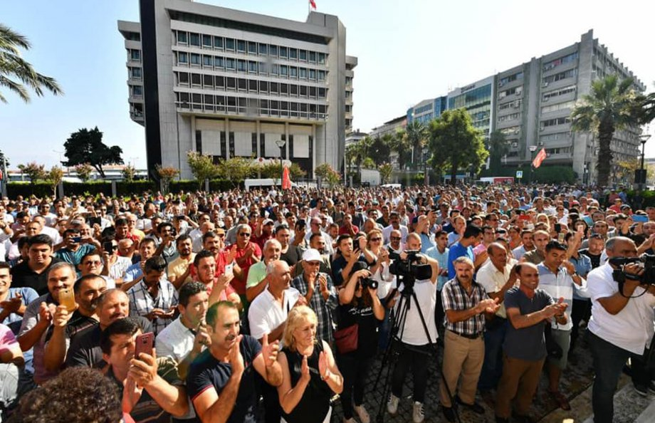 İzmir Büyükşehir Belediyesi'nde Toplu İş Sözleşmesi Sevinci
