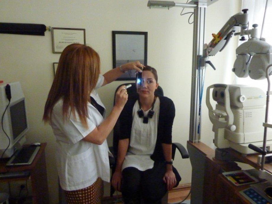 Optik sinir iletim defekti muayenesi