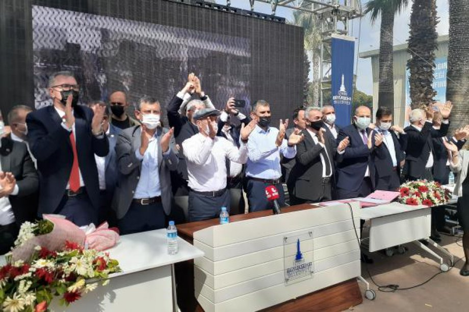 İzmir Büyükşehir Belediyesi'nde Toplu İş Sözleşmesi İmzaladık