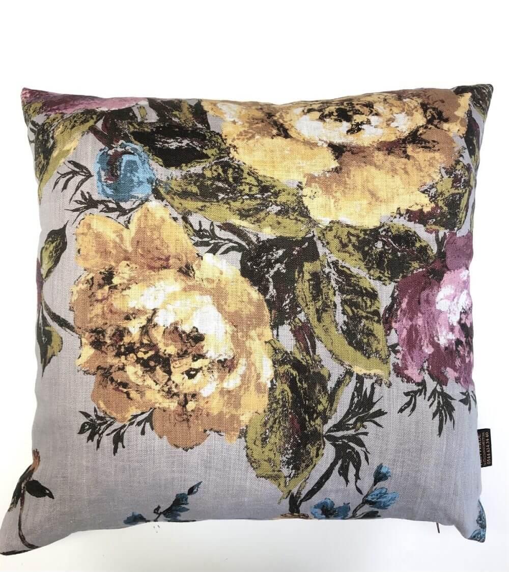 Çiçekli Desenli Yastık